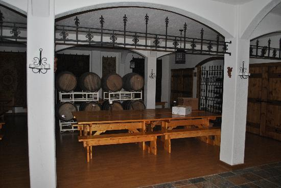 The Inn at Chateau Grand Traverse: Wine room for parties in the house