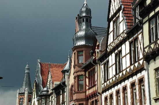 Quedlinburg, Tyskland: Wunderschöne und reichlich verzierte Häuser aus vielen Epochen