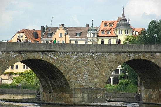 Regensburg, Duitsland: Brücke über die Donau