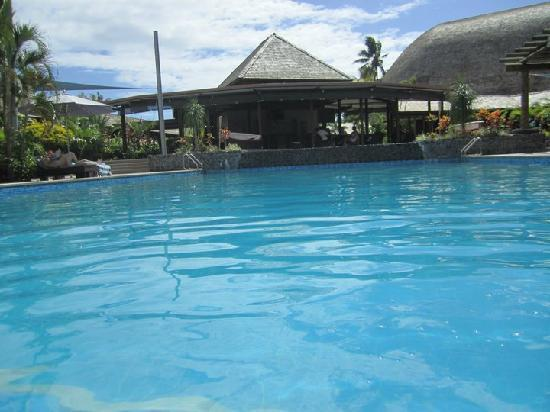 Tanoa Tusitala Hotel: by the pool/bar