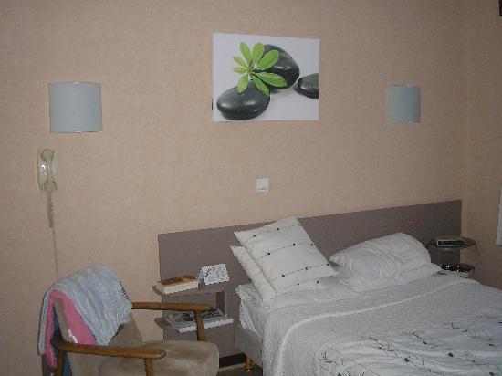 Residence hoteliere spa Les Chataigniers: l'autre côté de la chambre