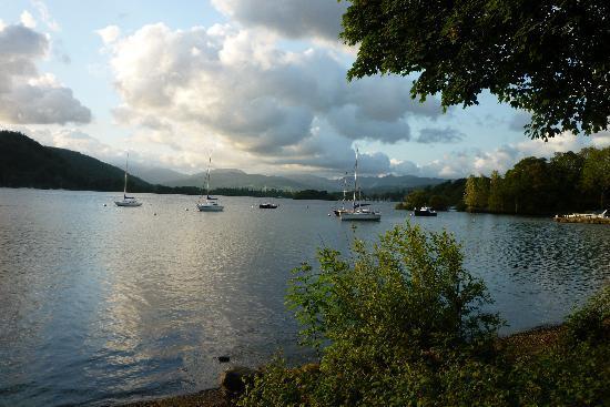 Storrs Lodges: lake view