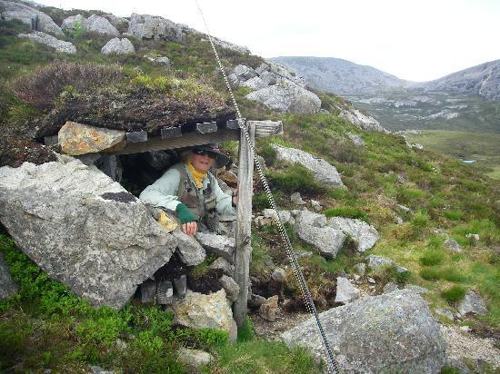 Inchnadamph Hotel: Shepherd's shelter in hills behind hotel