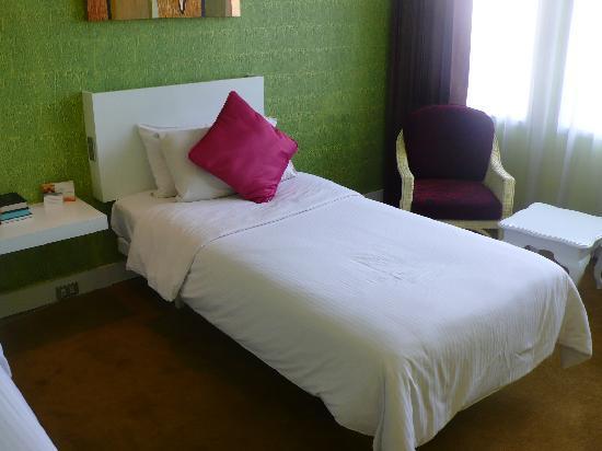 The Tawana Bangkok: my bed