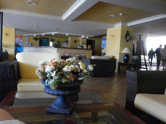 Hotel Olé Tropical: Холл