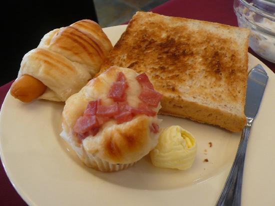 Le Siam Hôtel: bread rolls & toast