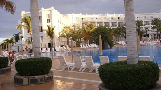 Hotel Riu Palace Maspalomas : view from the gardens