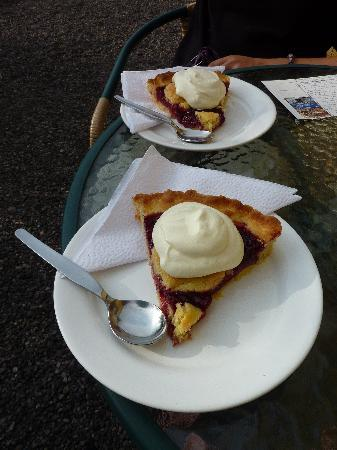 Magic Stone: Please do ask for their Mora Pie - its wonderful