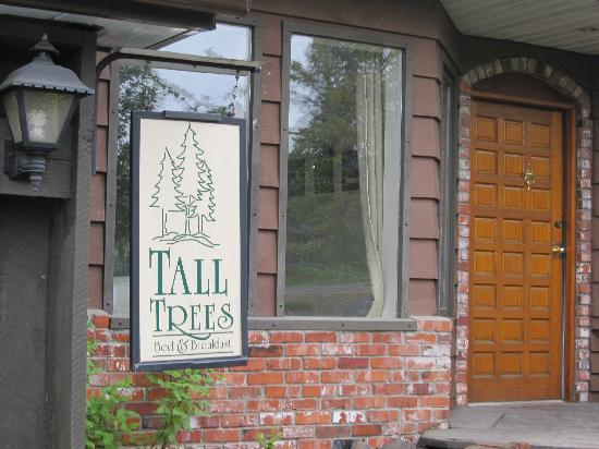 Tall Trees Bed and Breakfast: The entrance