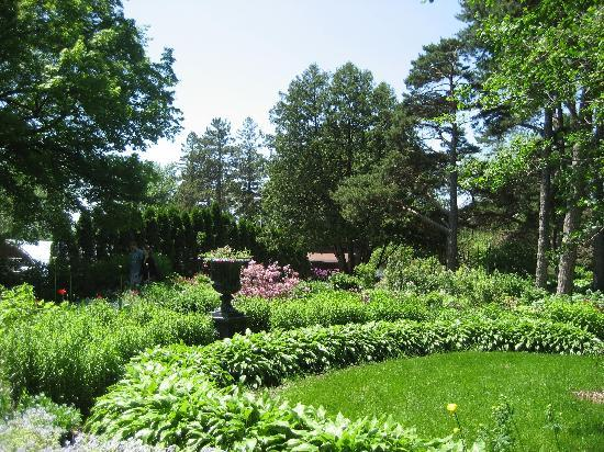 Saint Cloud, MN: Beautiful Gardens by the River