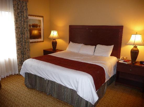 Lake Eve Resort: Master bedroom