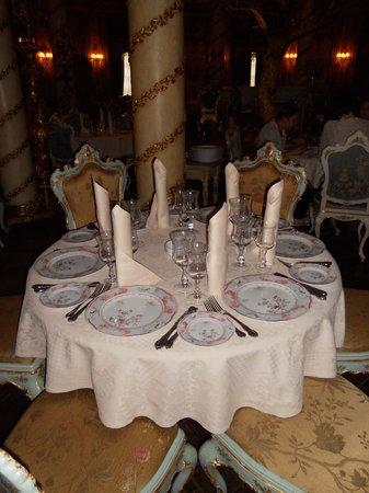 Turandot: Table dressée