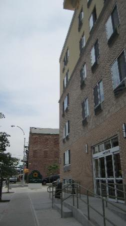 La Quinta Inn & Suites Brooklyn Downtown: Außenansicht
