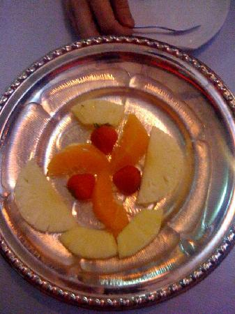 Tuli Oriental Buffet: Our pathetic 'fruit platter'