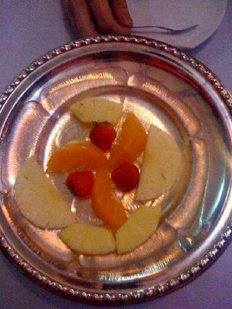 Tuli Oriental Buffet: Our pathetic 'fruit platter'