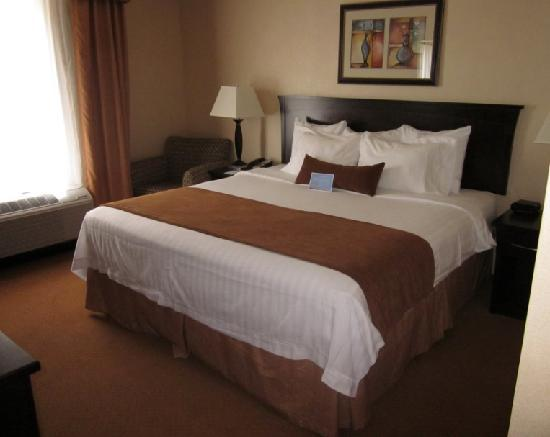 Fairfield Inn & Suites Kelowna: Bed
