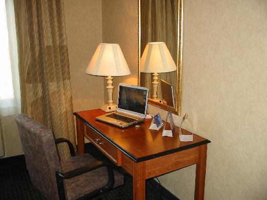 Holiday Inn Express Hotel & Suites Grand Junction : Work Desk area