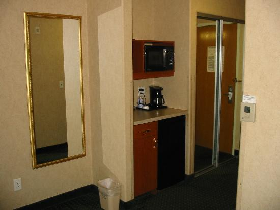 Holiday Inn Express Hotel & Suites Grand Junction: Frig & Microwave area