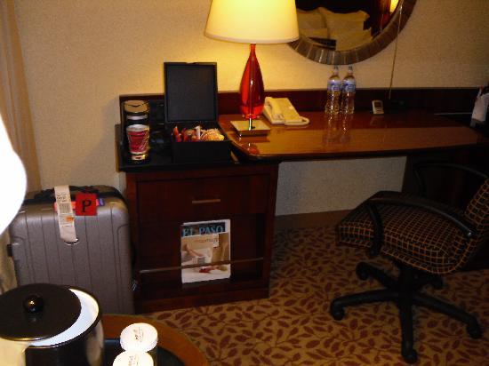 El Paso Marriott: Comfortable work area.