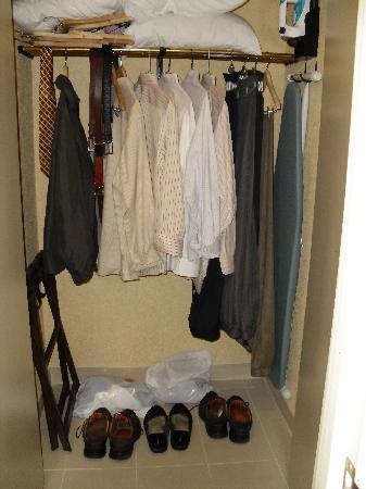 El Paso Marriott: More closet room then you'll ever need.