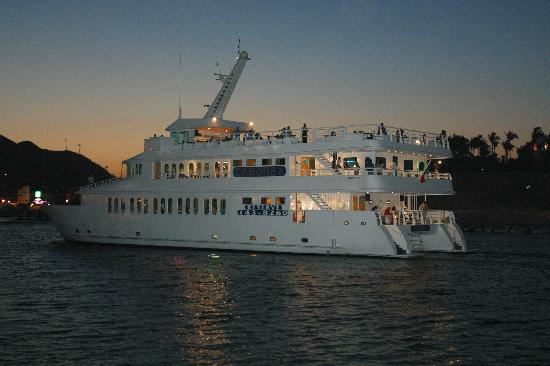 CaboRey Luxury Dinner Cruise: Dinner