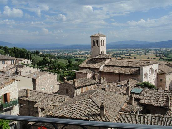 Hotel Giotto Assisi: View off the main hotel balcony