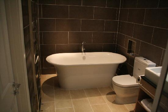 The Beach at Bude: Bathroom in room 1