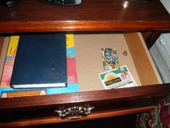 Magnuson Inn: Opened the drawer - found trash inside