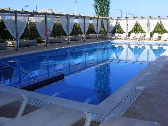 Zafiro Palmanova: adult pool area