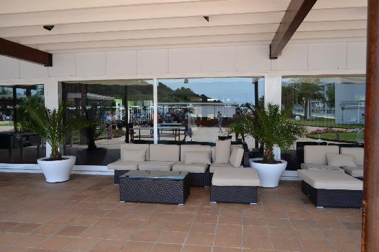 Grand Palladium Palace Ibiza Resort & Spa : By the pool