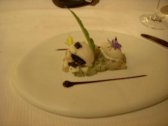 Spondi : snowball of caviar