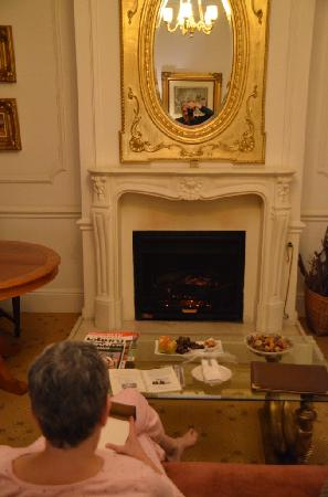 Fairlawns Boutique Hotel & Spa: Warming up before the fireplace, sipping sherry