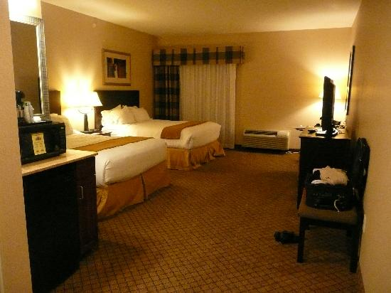 Holiday Inn Express Hotel & Suites Winona: Spacious ground floor room #101