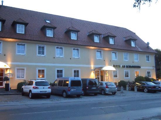 Hotel Am Schlossberg: Hotelansicht von der Hauptstraße aus