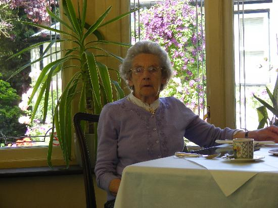 West Lodge Hotel: Mother in the restaurant