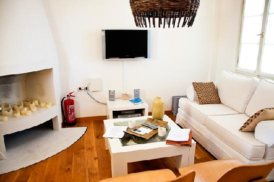 Xenon Estate: Our Living Room at Lethe