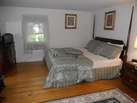 Old Orchard Beach Inn : The bed