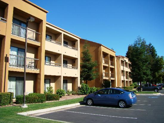 Courtyard by Marriott Bakersfield - outside view