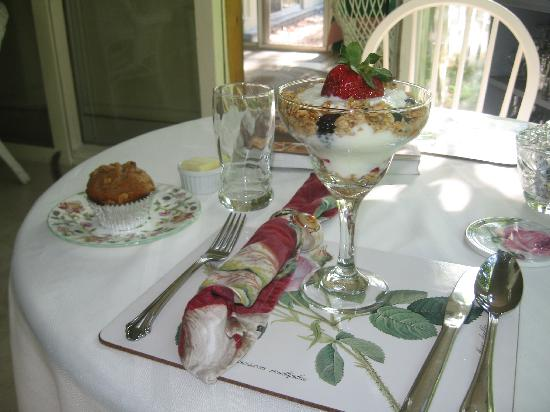 English Hideaway Inn B&B: Elegant Morning Starter