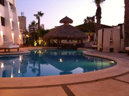 Bahia Hotel & Beach House: evening shot of the pool