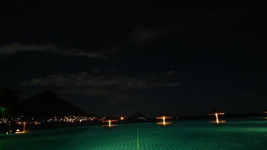 "Sands Suites Resort & Spa: ""Pool bei Nacht"""