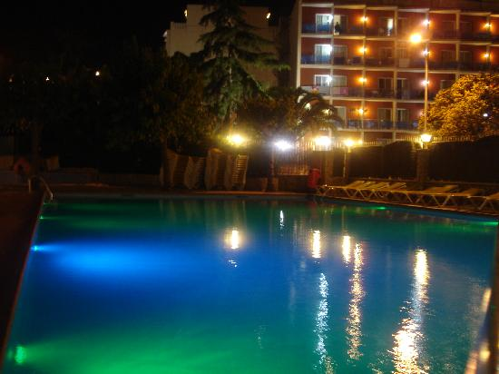 Guitart Central Park Resort & Spa: Piscina Terraza Park II, Mini Disco Nocturna