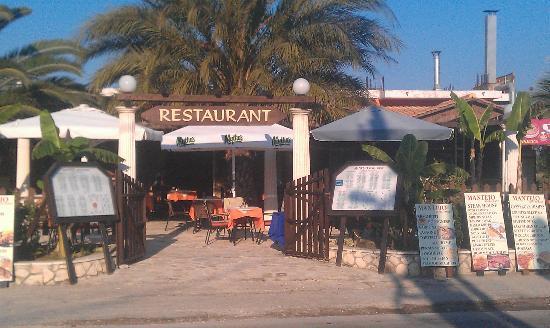 Prokopis Studios Apartments: The best restaurant. The Akropolis Restaurant & Bar