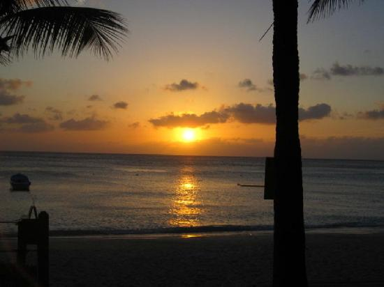 Bananarama Beach and Dive Resort: Another awesome sunset
