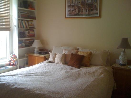 Australis Guest House: cozy bedroom