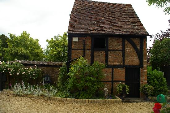 Malt House Aylesbury: history in the garden