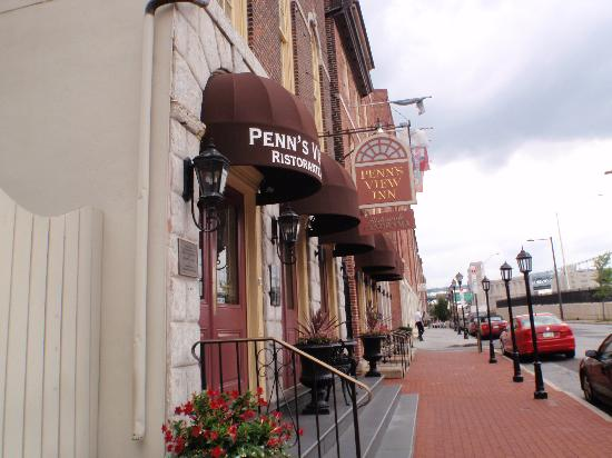 Penn's View Hotel: front of hotel
