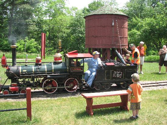 Riverside and Great Northern Railway : filling the steam engine with water