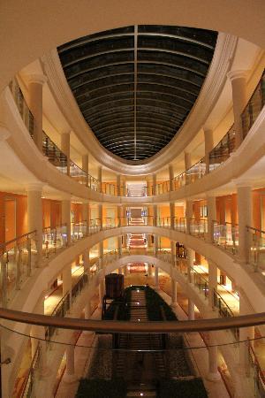 Iberostar Grand Hotel Bavaro: night time shot