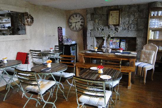 St Aubin, UK: Breakfast room